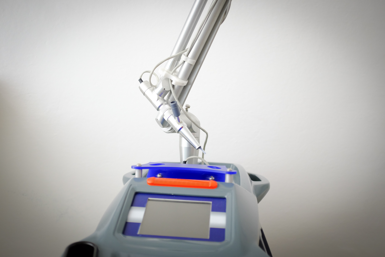 Laser Q-switched per la rimozione dei tatuaggi